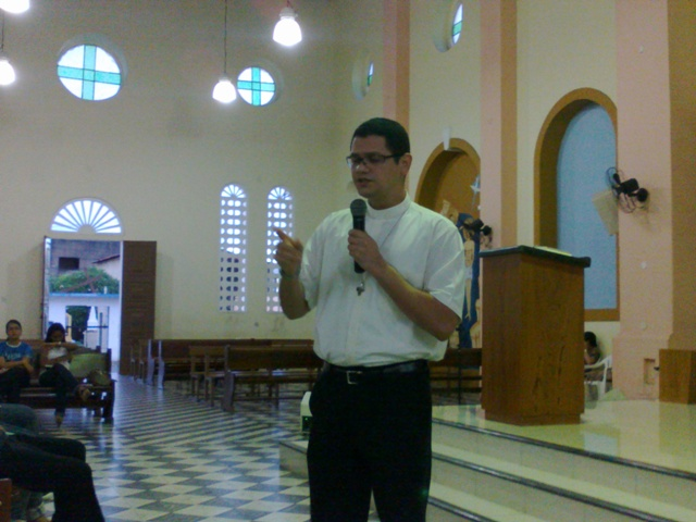 Padre Christopher catequizando, Paróquia de Pacajus, Pacajus, Igreja em Pacajus